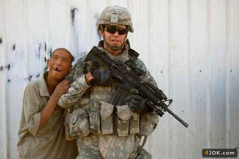عکس یادگاری با سرباز آمریکایی!