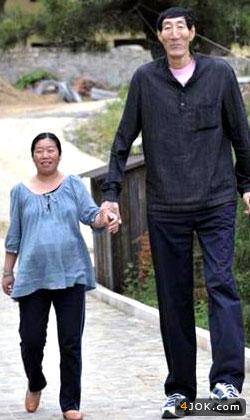 قدبلندترین انسان به همراه همسرش
