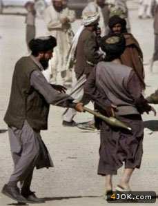 شوخی خطرناک طالبان با آرپیجی