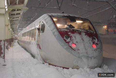مترو  تو برف گیر کرده