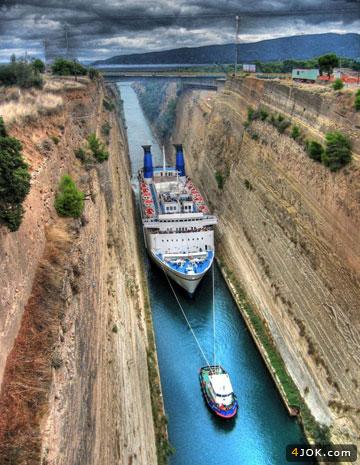 یدک کشتی بزرگ در کانال تنگ