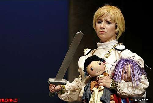 لیلی رشیدی با ظاهری متفاوت در تئاتر فجر