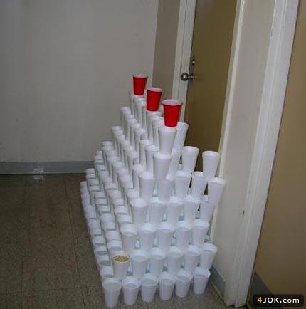 آماده کردن لیوانها برای جشن